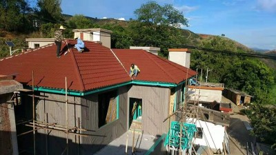 轻钢房屋用彩石金属瓦,结实耐用台风都刮不跑!