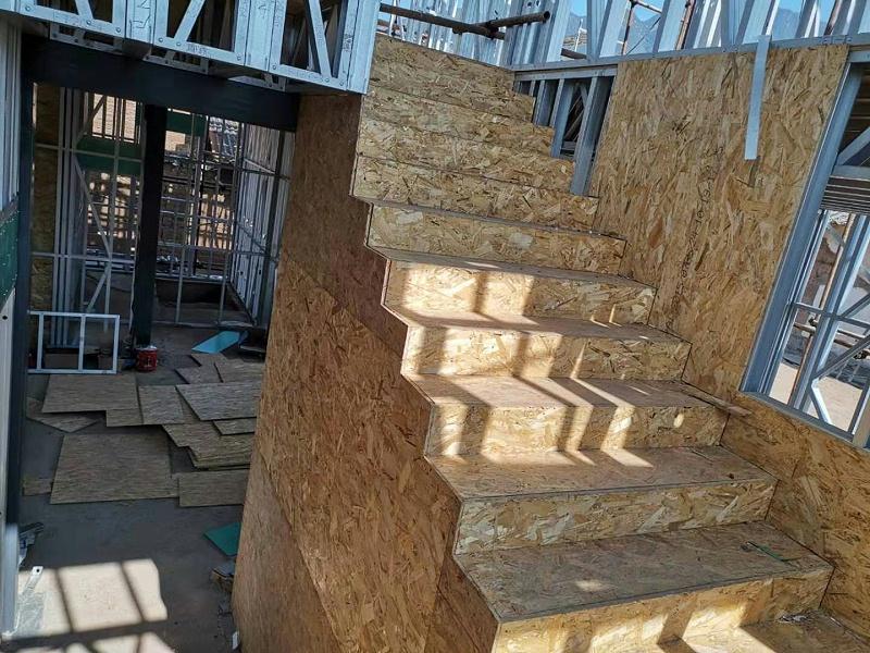 楼梯欧松板安装