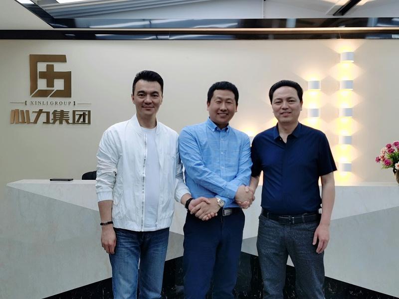 潍坊精翔工贸尹总与心力杨总、执行总裁赵总合影